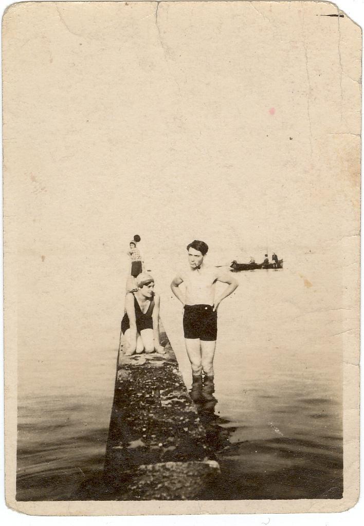 Maurice Décotte à Versoix (avec son amie italienne?)