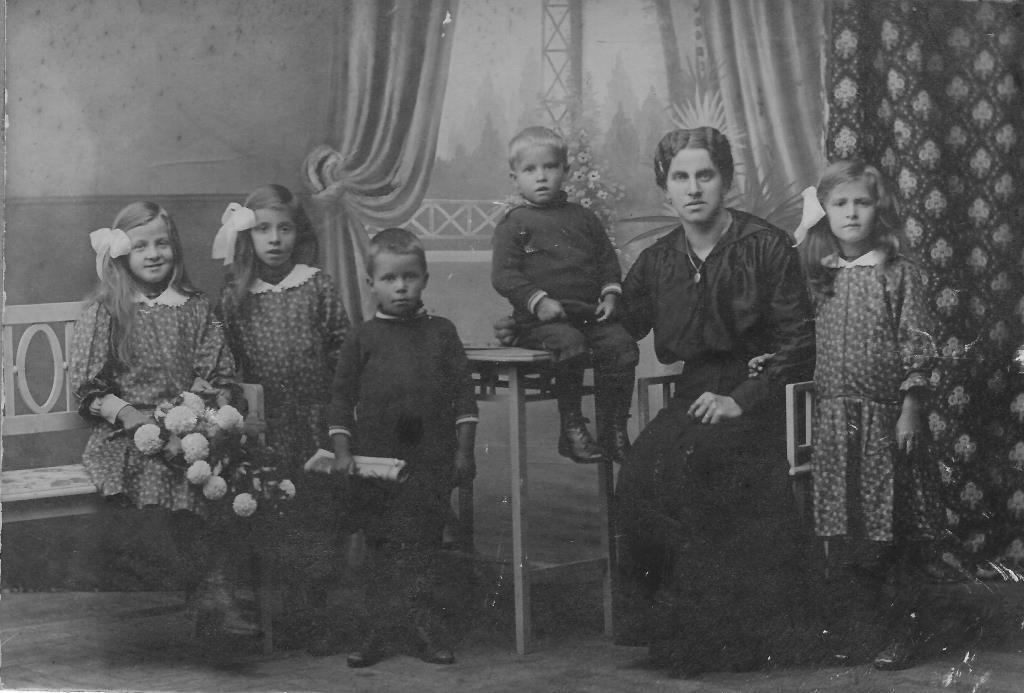 Z 1001 Emilia_Familie um 1915d