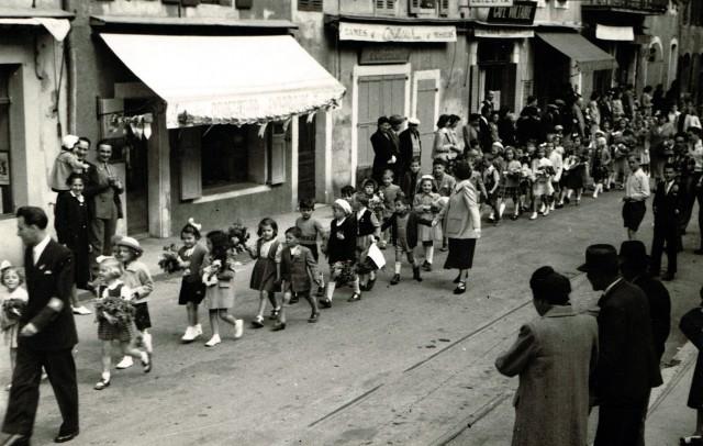 1950 PGR105 Défilé des enfants des écoles